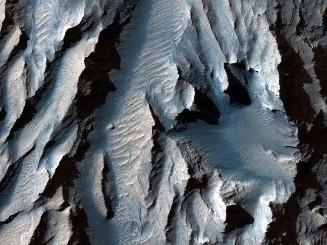 Hẻm núi lớn nhất trong Hệ Mặt trời lộ diện - Ảnh 1.