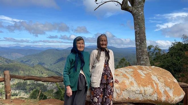 Hai cụ bà U90 mặc áo đôi du lịch Đà Lạt khiến giới trẻ trầm trồ ngưỡng mộ - Ảnh 7.