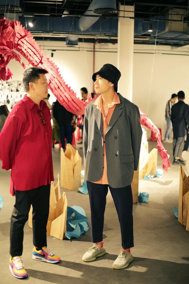 Wowy, Quang Đăng, Dustin Nguyễn xúc động khi xem triển lãm ảnh quảng bá văn hóa Việt Nam - Ảnh 6.