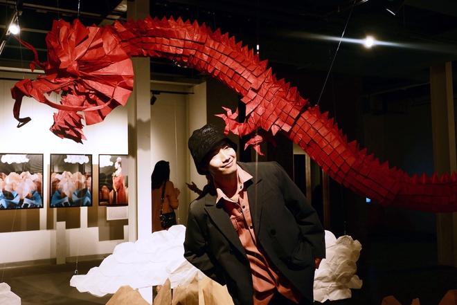 Wowy, Quang Đăng, Dustin Nguyễn xúc động khi xem triển lãm ảnh quảng bá văn hóa Việt Nam - Ảnh 9.