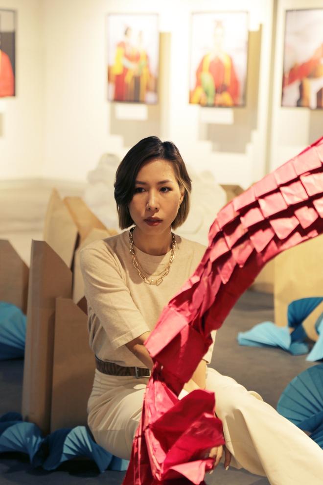 Wowy, Quang Đăng, Dustin Nguyễn xúc động khi xem triển lãm ảnh quảng bá văn hóa Việt Nam - Ảnh 14.