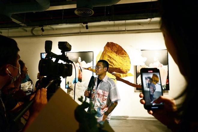 Wowy, Quang Đăng, Dustin Nguyễn xúc động khi xem triển lãm ảnh quảng bá văn hóa Việt Nam - Ảnh 10.