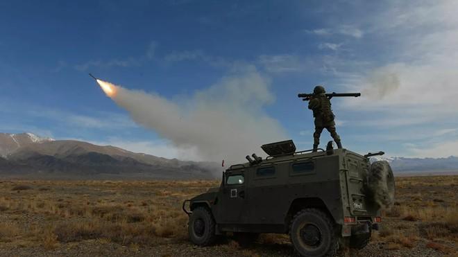 Lính Nga bị bắn chết: Azerbaijan hành động táo tợn chưa từng thấy - Tên lửa S-500 nhận lệnh trực chiến bảo vệ Thủ đô Moscow - Ảnh 2.