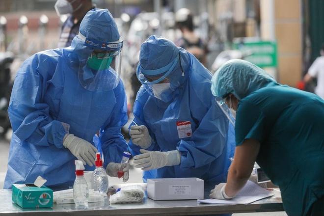 Bệnh viện Thanh Nhàn đã ghi nhận 38 ca Covid-19. Vì sao Hà Nội chưa cho xe ôm, xe ôm công nghệ hoạt động? - Ảnh 1.