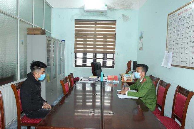 Bắt 3 kẻ giả cán bộ phòng dịch Covid-19 cưỡng đoạt tiền, đánh người ở Quảng Ninh - Ảnh 4.