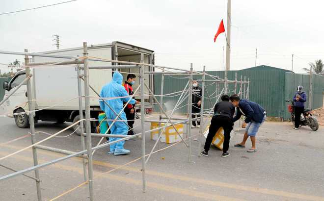 Giữa dịch COVID-19, Quảng Ninh siết chặt công tác sàng lọc bệnh nhân trong khám chữa bệnh - Ảnh 1.