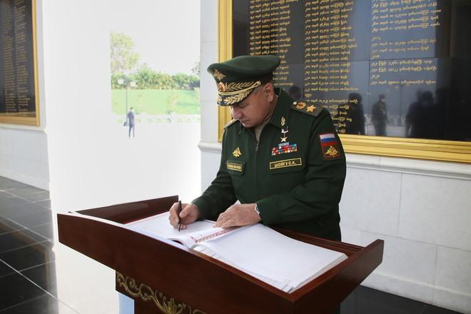 Thời điểm cận kề chính biến, Thống tướng Myanmar long trọng đón BTQP Nga: Thỏa thuận chuyện gì? - Ảnh 1.