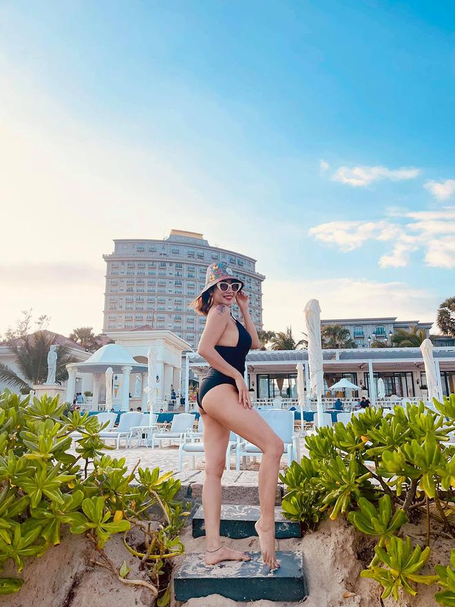 Ốc Thanh Vân diện bikini, khoe vẻ quyến rũ tuổi 37 - Ảnh 1.