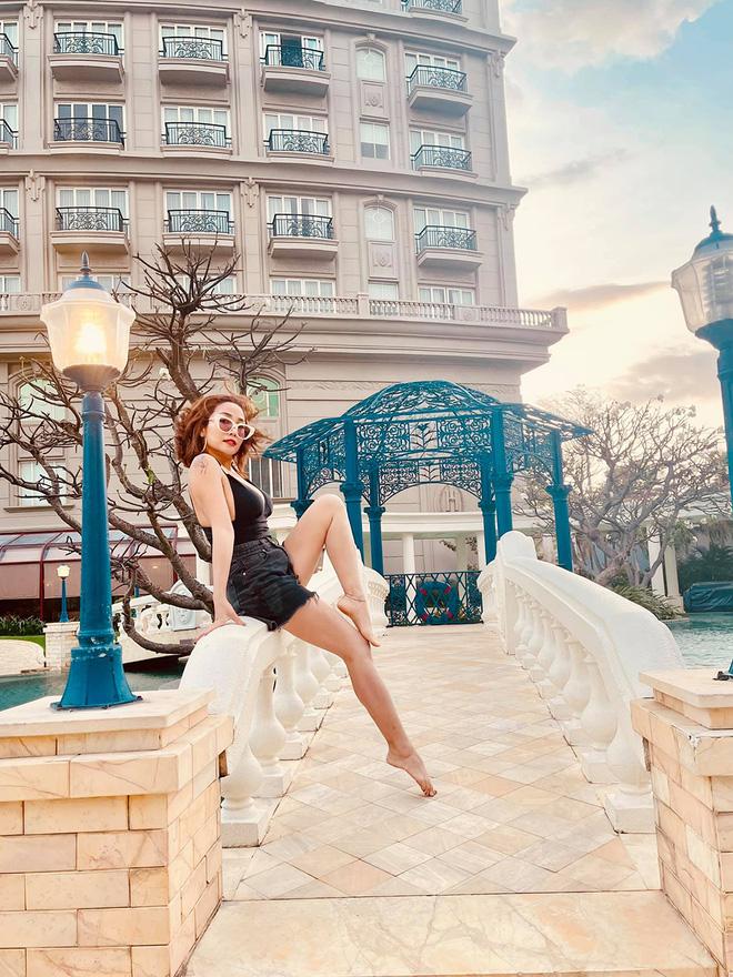 Ốc Thanh Vân diện bikini, khoe vẻ quyến rũ tuổi 37 - Ảnh 4.