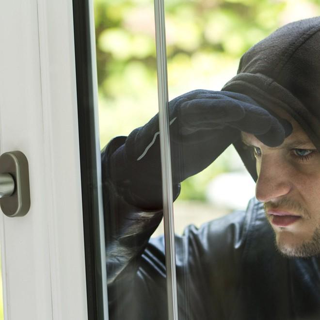 11 sai lầm khiến cho ngôi nhà của bạn dễ bị trộm hơn: Số 2 chẳng khác nào mời trộm vào nhà - Ảnh 5.