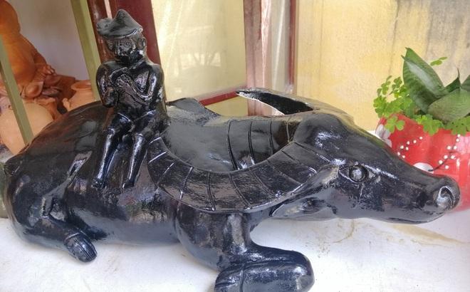 Ngắm tượng trâu qua bàn tay tài hoa của nghệ nhân làng gốm Thanh Hà