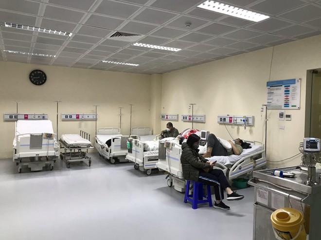 Đêm giao thừa đặc biệt ở bệnh viện E - Ảnh 4.