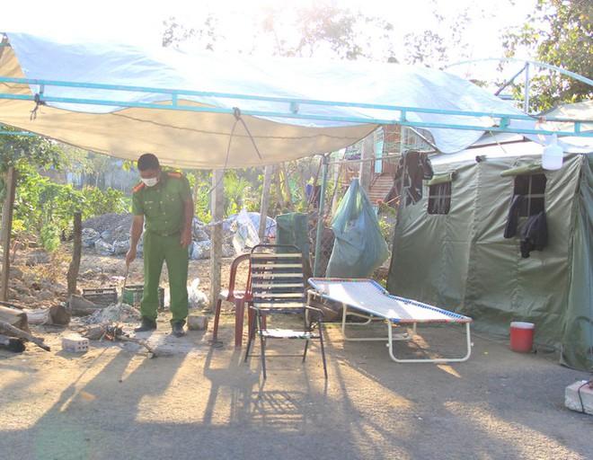 Xem cán bộ y tế, chiến sĩ ở Gia Lai đón Tết trên chốt gác 'chống giặc' COVID-19 - Ảnh 3.