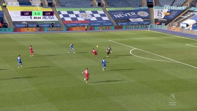 Thảm bại vì tự bắn vào chân, Liverpool đầu hàng trong cuộc đua vô địch với thành Manchester - Ảnh 2.