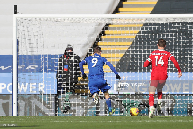 Thảm bại vì tự bắn vào chân, Liverpool đầu hàng trong cuộc đua vô địch với thành Manchester - Ảnh 3.