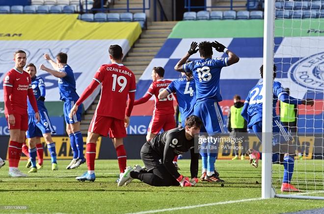 Thảm bại vì tự bắn vào chân, Liverpool đầu hàng trong cuộc đua vô địch với thành Manchester - Ảnh 5.