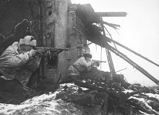 Cuộc bao vây đáng sợ nhất lịch sử: Đức nỗ lực san phẳng Leningrad, Hồng quân quyết cứu bằng được - Ảnh 2.