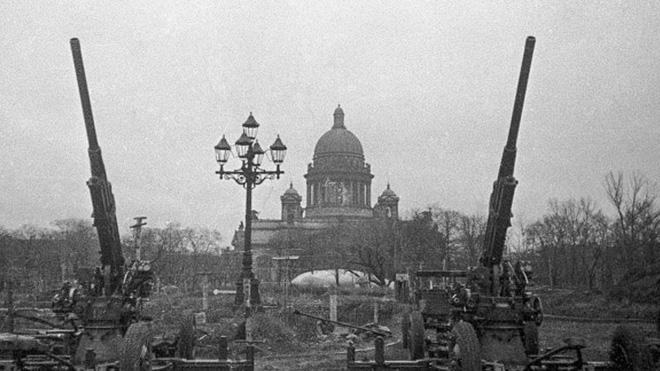 Cuộc bao vây đáng sợ nhất lịch sử: Đức nỗ lực san phẳng Leningrad, Hồng quân quyết cứu bằng được - Ảnh 3.