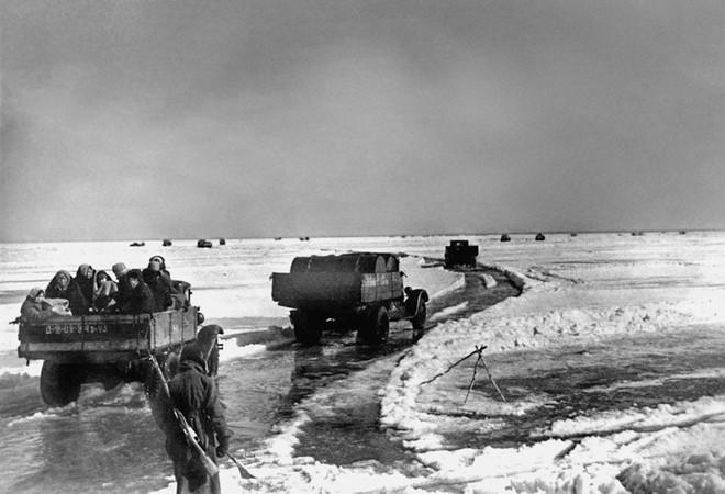 Cuộc bao vây đáng sợ nhất lịch sử: Đức nỗ lực san phẳng Leningrad, Hồng quân quyết cứu bằng được - Ảnh 4.