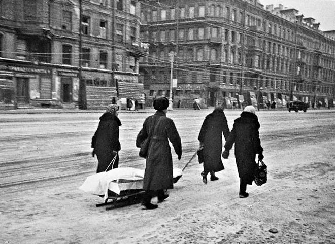 Cuộc bao vây đáng sợ nhất lịch sử: Đức nỗ lực san phẳng Leningrad, Hồng quân quyết cứu bằng được - Ảnh 6.