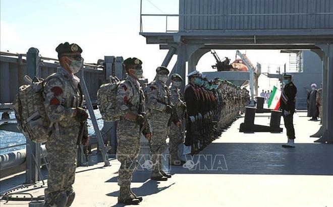 Iran tập trận bộ binhxuyên đêm