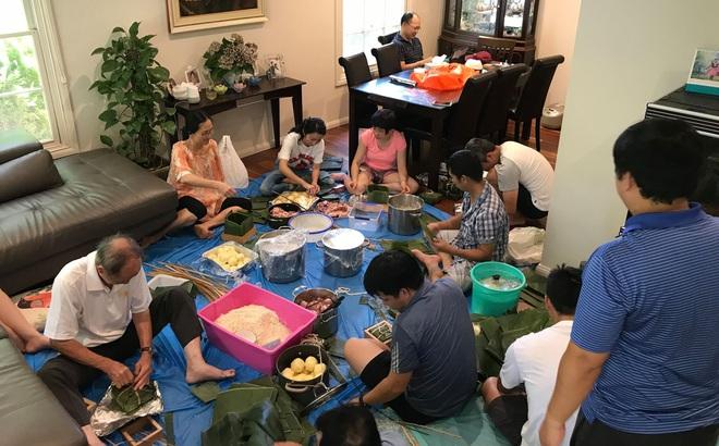 Mâm cơm ngày Tết của người Việt tại Úc khiến tất cả phải kinh ngạc: Vì dịch bệnh mà năm nay bớt to hơn