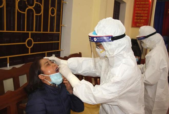 Hà Nội: Thêm 2 ca dương tính với SARS-CoV-2; Hải Dương phong toả 2 cụm dân cư ở Thanh Hà vì có 2 ca dương tính - Ảnh 1.