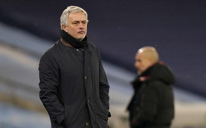 """""""Hủy diệt"""" niềm tự hào của Mourinho, Pep Guardiola tiến bước dài tới ngôi vương Premier League"""