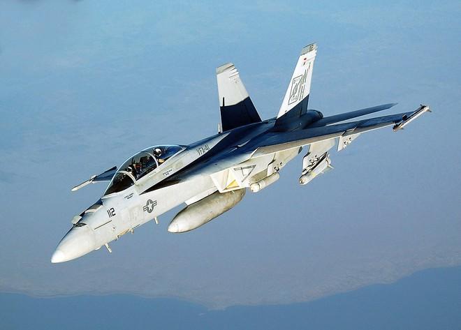 Đối đầu nảy lửa trên bầu trời Syria, tiêm kích Mỹ nếm quả đắng trước Su-35 Nga - Ảnh 1.