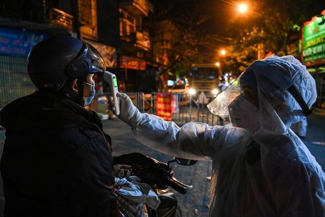 Thêm 2 ca Covid-19 ở ổ dịch Hải Dương; Hôm nay, Hà Nội bắt đầu đóng cửa toàn bộ quán ăn đường phố, trà đá, cà phê - Ảnh 2.