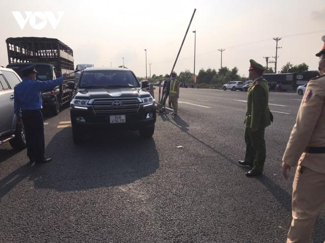 Thêm 2 ca Covid-19, Hải Dương lập hơn 150 chốt kiểm dịch trong đêm; Hôm nay, Hà Nội bắt đầu đóng cửa toàn bộ quán ăn đường phố, trà đá, cà phê - Ảnh 1.