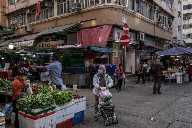 Nhà quan tài bộc lộ bất ổn ở Hồng Kông giữa dịch Covid-19: Chúng tôi sai vì chúng tôi nghèo! - Ảnh 2.
