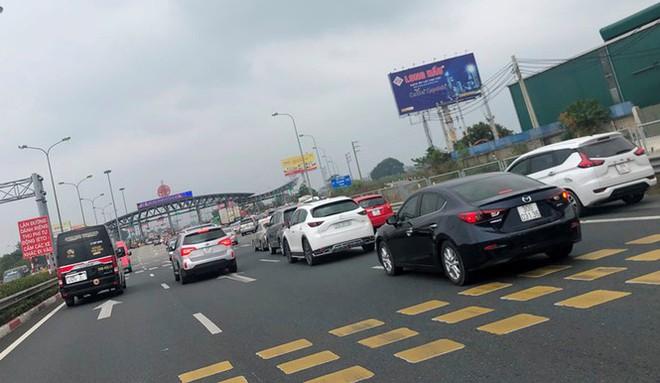 Ùn tắc các tuyến đường hướng về trung tâm Hà Nội - Ảnh 5.