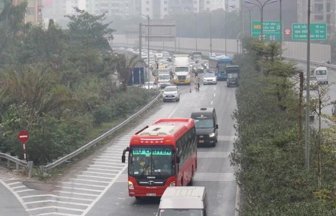 Ùn tắc các tuyến đường hướng về trung tâm Hà Nội - Ảnh 10.