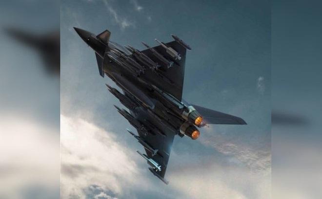 """""""Sức mạnh quái vật"""": Tiêm kích Typhoon chất đầy tên lửa, màn phô diễn chưa từng thấy!"""