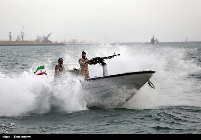 Israel họp khẩn cấp về Syria - Tàu chiến Nga-Iran rầm rộ tập trận trên vịnh Ba Tư - Ảnh 2.