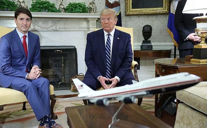 """""""Bảo vật"""" được ông Trump mang theo khi rời Nhà Trắng: Hé lộ giấc mơ chưa thành hiện thực"""