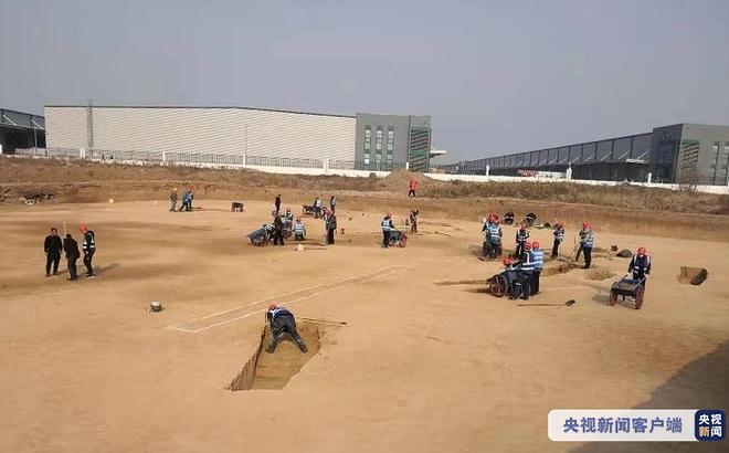 Hơn 3.500 ngôi mộ cổ được phát hiện khi mở rộng sân bay, Trung Quốc huy động 900 công nhân khai quật xuyên Tết