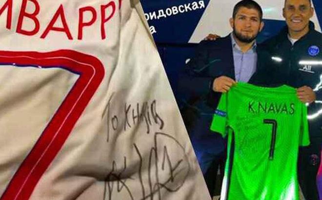 Nhà vô địch Khabib nhận món quà đặc biệt từ siêu sao Kylian Mbappe khi tới dự khán trận đấu tại Champions League