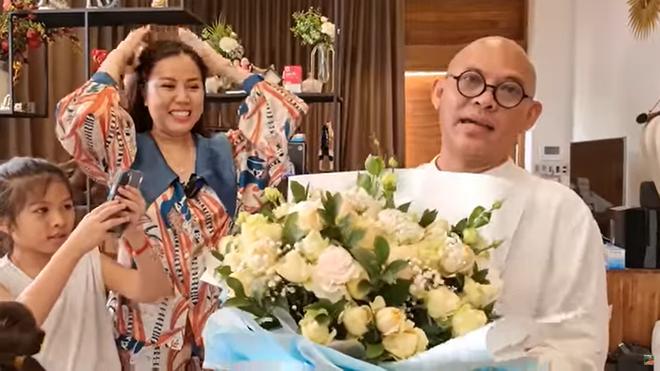 Trùm Điền Quân Color Man mất 100 triệu mua quà, tặng món thứ 2 vợ mới mãn nguyện - Ảnh 5.