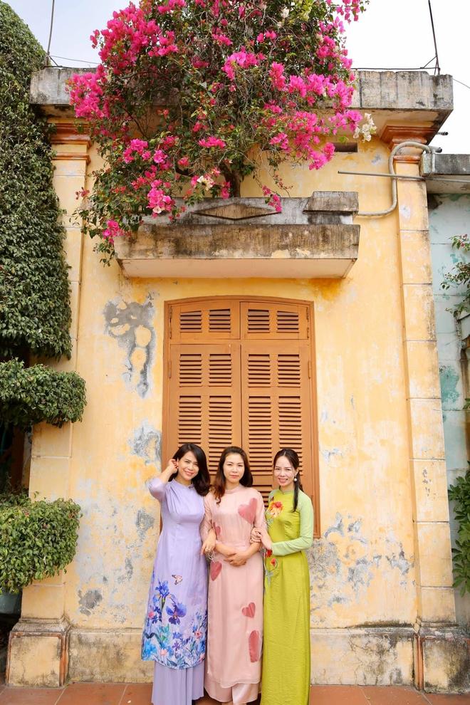 Chí Trung về quê gặp gỡ gia đình bạn gái kém 17 tuổi, cả nhà quây quần vui vẻ - Ảnh 2.