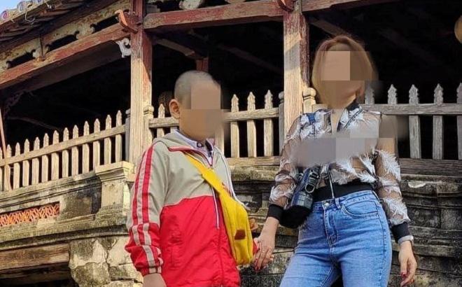 """Cô gái mặc áo mỏng tang, """"thả rông"""" vòng 1 chụp ảnh ở Chùa Cầu gây phẫn nộ"""