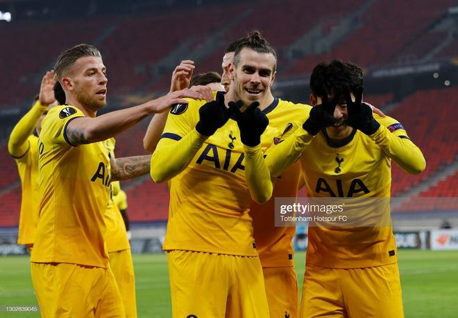 Man United phá dớp bằng cơn mưa bàn thắng; Gareth Bale mang nụ cười trở lại với Mourinho - Ảnh 3.
