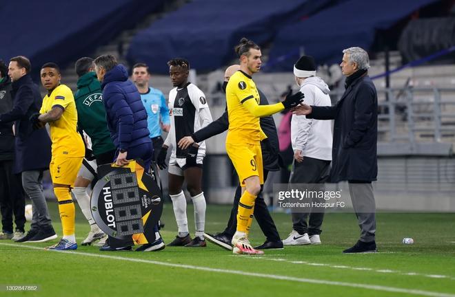 Man United phá dớp bằng cơn mưa bàn thắng; Gareth Bale mang nụ cười trở lại với Mourinho - Ảnh 4.