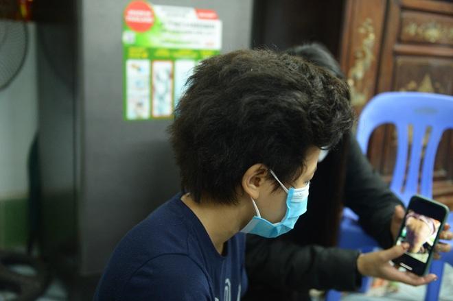 Bé gái 12 tuổi ở Hà Nội tố bị mẹ đẻ bạo hành: Lúc bị đánh em van xin mẹ bỏ qua nhưng không được... - Ảnh 1.