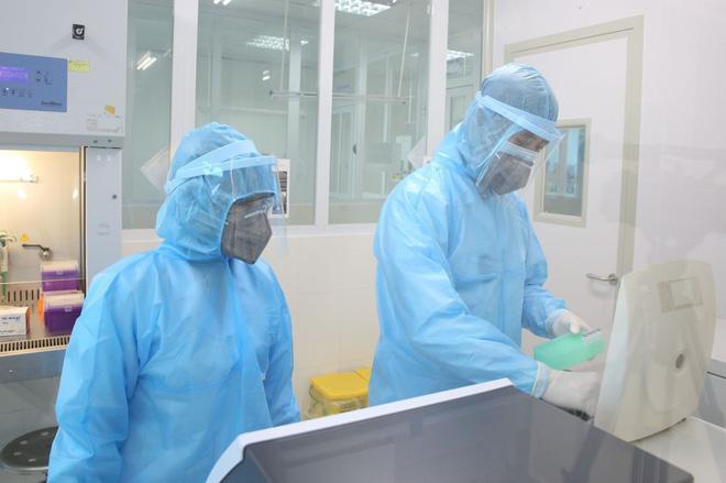 Cô gái khai báo gian dối khiến toàn bộ nhân viên y tế phải cách ly âm tính lần 1 với SARS-CoV-2 - Ảnh 1.