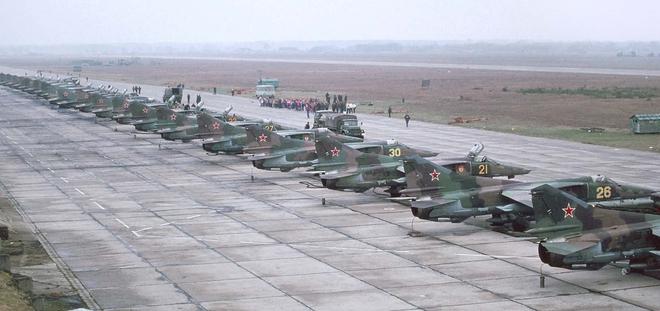 Tiết lộ chấn động: Liên Xô huy động 100 máy bay ném bom hạt nhân, sẵn sàng tấn công NATO! - Ảnh 1.