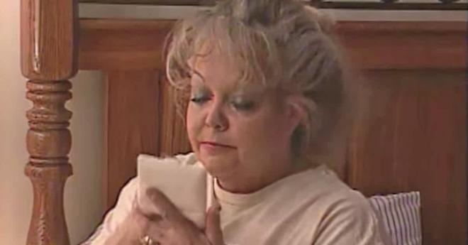 23 năm chưa từng thấy mẹ để mặt mộc vì lớp trang điểm 24/7, con gái quyết tâm vạch trần nhan sắc thật của bà khiến mọi người vỗ tay ầm ầm - Ảnh 6.