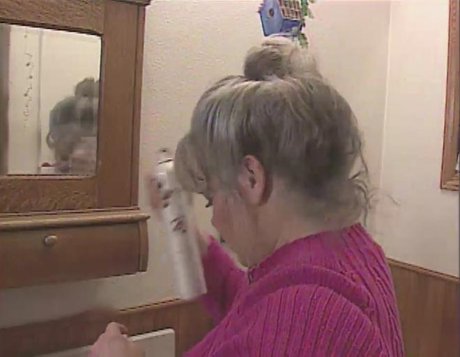 23 năm chưa từng thấy mẹ để mặt mộc vì lớp trang điểm 24/7, con gái quyết tâm vạch trần nhan sắc thật của bà khiến mọi người vỗ tay ầm ầm - Ảnh 3.