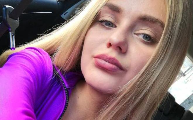 Cựu nữ hoàng sắc đẹp bị sa thải vì vẻ ngoài quá cuốn hút